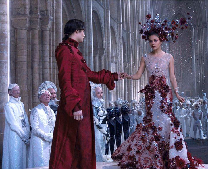 1-mila-kunis-wedding-dress-pictures-jupiter-ascending-0130-courtesy-w724