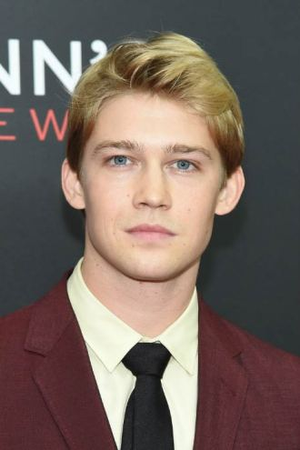 Joe-Alwyn-Billy-Lynns-Long-Halftime-Walk-premiere-54th-New-York-Film-Festival-October-2016
